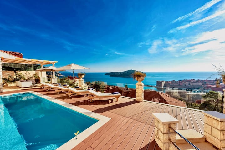 Villa Vega with Swimming Pool and Sea View