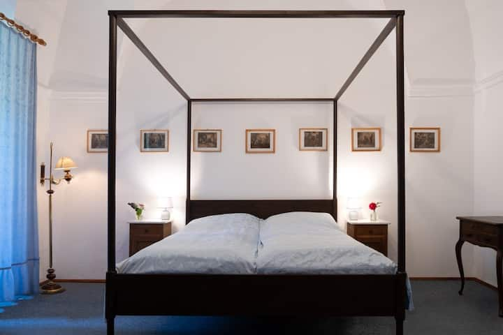 Das Himmelbettzimmer im Gutshof / Eulengebirge