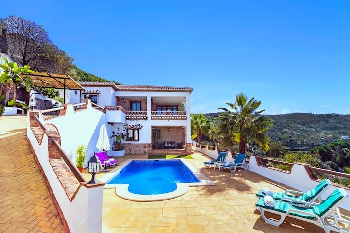 Villa El Encinar con Espectaculares Vistas