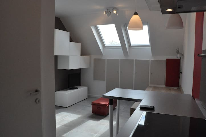 Moderne - studio tout équipé - Tourinnes-Saint-Lambert - Byt