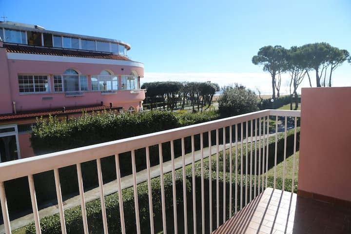 Appartamento vista mare con piscina e terrazze