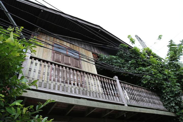 Lovely 6 Rooms Traditional Thai House @ City Heart