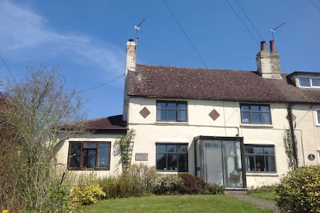 Quaint Country Cottage - Dadford