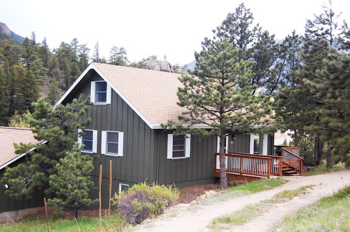 The Estes Park COZY COTTAGE, A Mountain Home - Estes Park - House