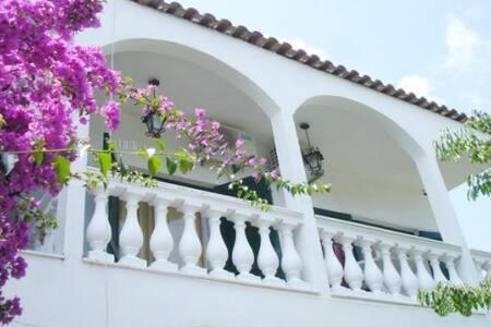 Terra Nova beach apartment for 4 in Ipsos - Corfu