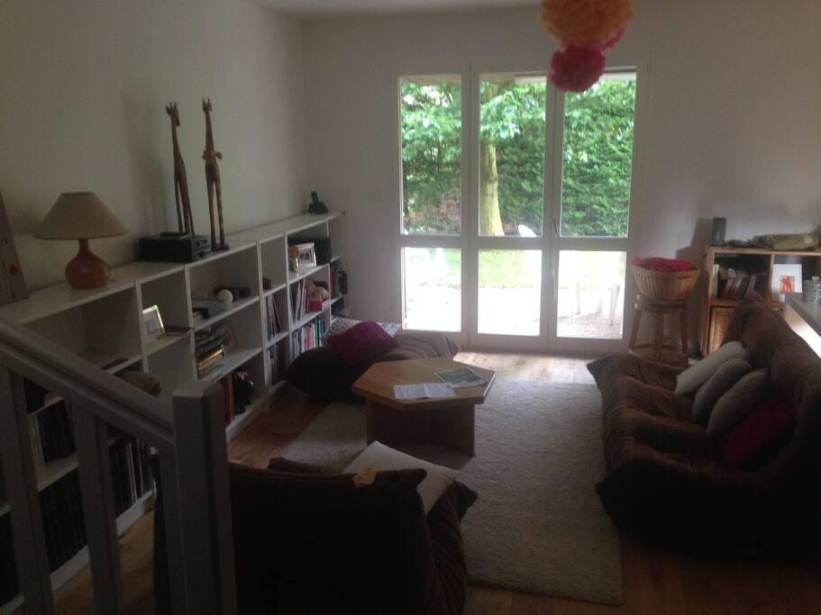 chambre grise proche parc techno tram petit d j maisons louer saint priest auvergne. Black Bedroom Furniture Sets. Home Design Ideas