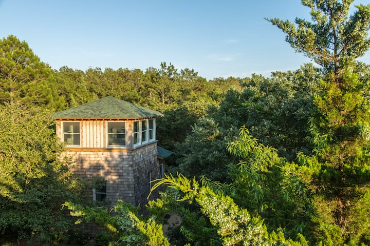 Sleep among the treetops at Treefrog Tower! - Nags Head - Talo