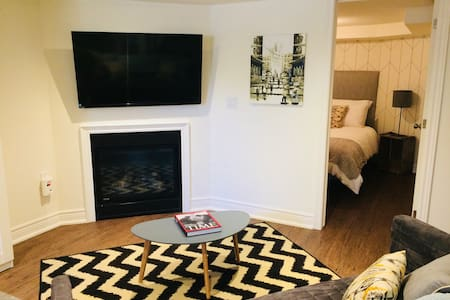 Private apt w/ cable TV, wifi, ensuite laundry