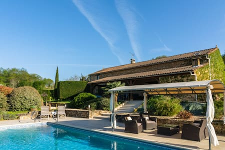 Huge Holiday Home in Aquitaine with Private Swimming Pool