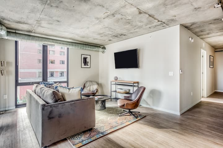 CBD Minneapolis: Queen 2BR