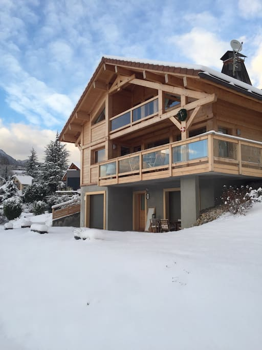 La neige est là. À moins de 30 km des pistes de ski.