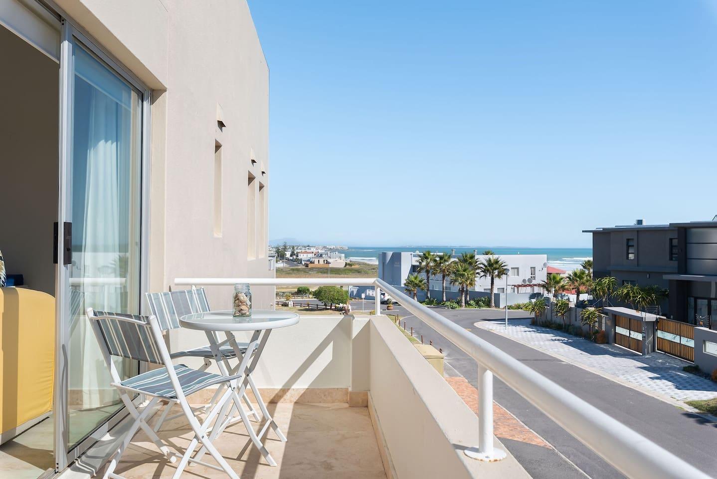 Living Room Balcony, route beach (150m), Robben Island