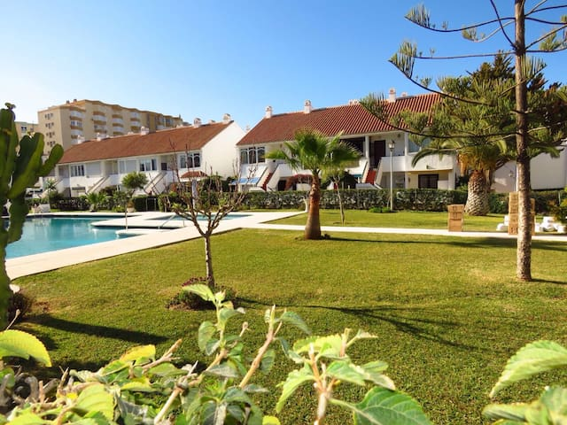 Casa Adosada a 2min de la playa - Torrox - House
