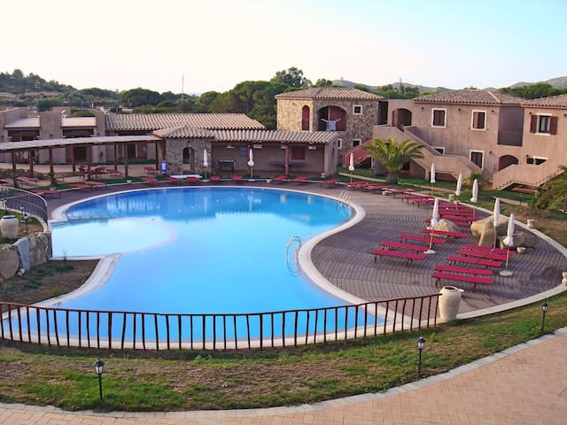 Holiday 2 bedroom apartment in a beautiful resort near Villasimius