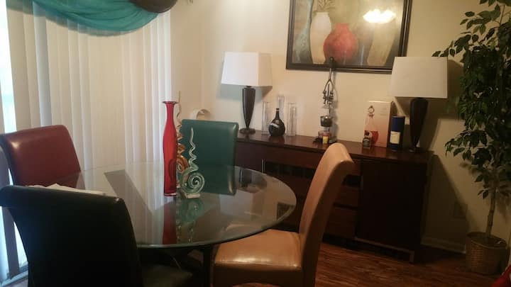 private ROOM near downtown/ UGA. Bus access