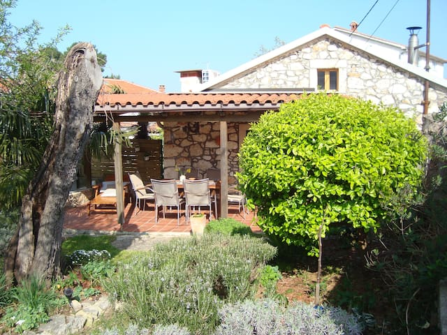 Lovely stone cottage in Pula area - Pomer - House