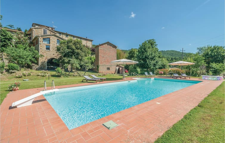 Holiday cottage with 2 bedrooms on 80m² in Citta´di Castello PG