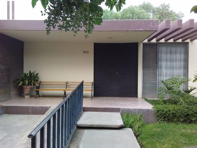 Cuarto #1 + Súper Ubicación + Jardines + Centro