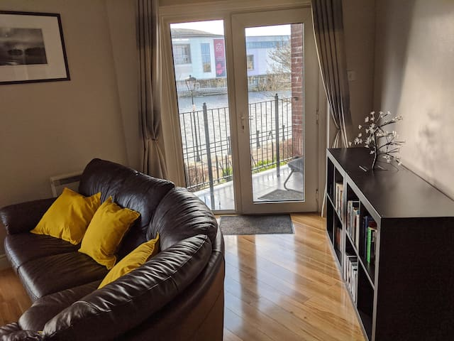 City Centre Apartment with River View Balcony