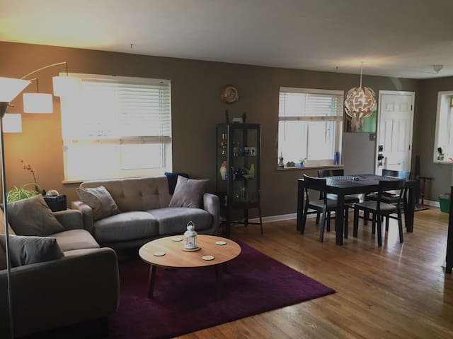 Spacious Private Room - 30 DAY MIN