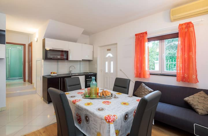 A1 apt with garden,playground, parking & breakfast