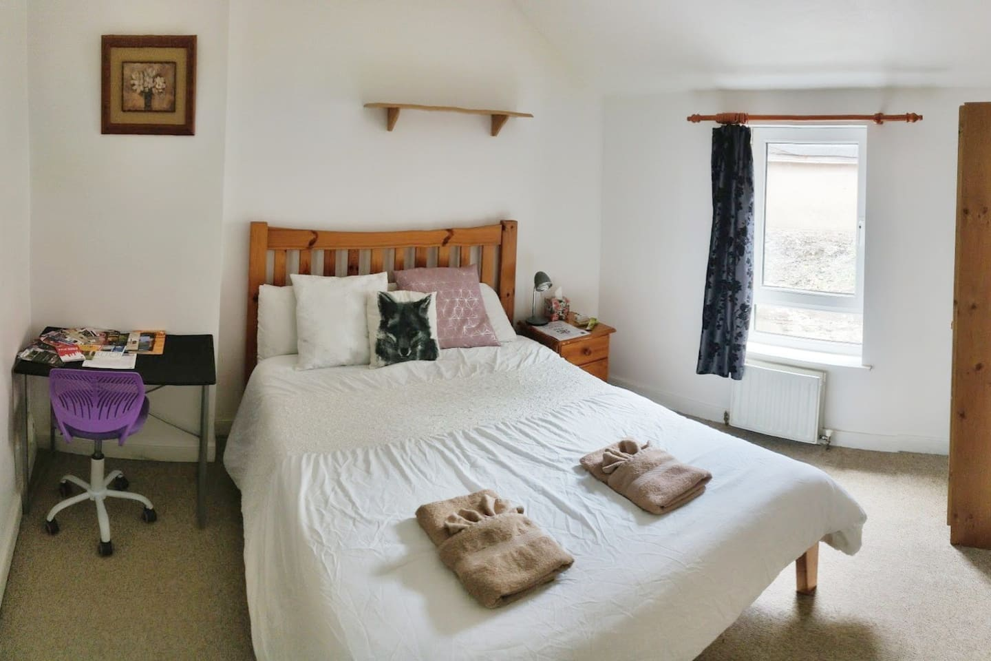 Comfortable Double Room with Laptop Desk