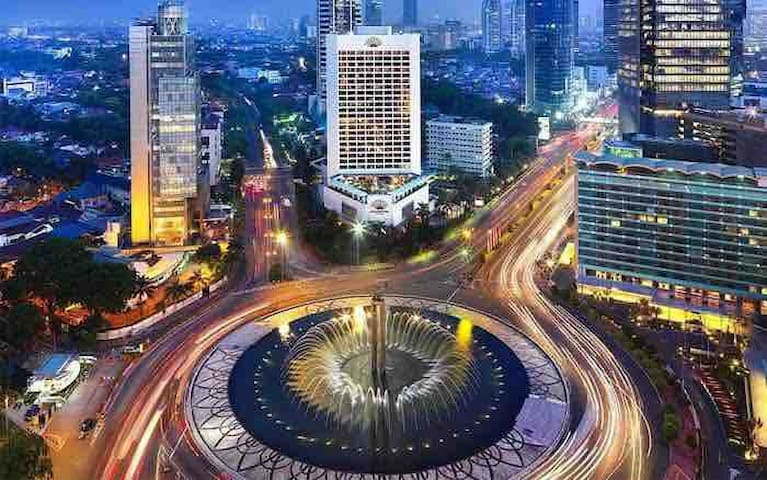 5-minute walking distance to the HI roundabout! The center of Jakarta. Close to all museums and best restaurants and bars
