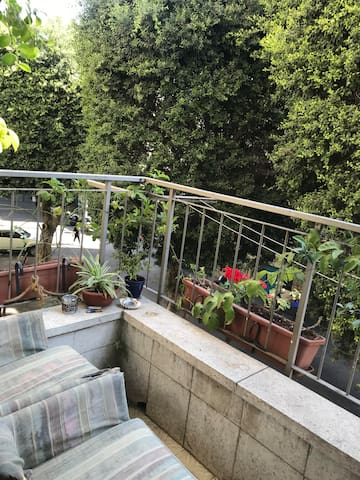 cozy airy room+balcony in the heart of Florentin