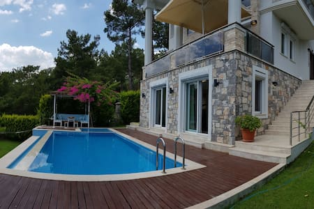 Luxury Seaview Villa, Private Pool & Large Garden