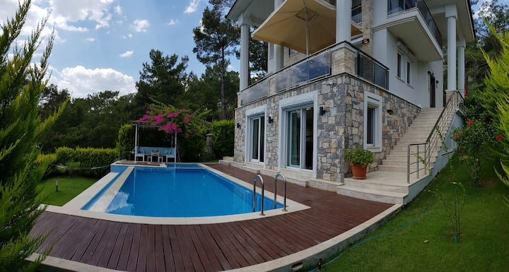 Luxury Seaview Villa, Private Pool & Large Garden