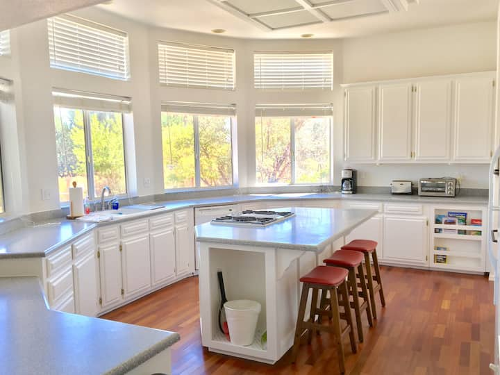 Bright, Spacious and sparkling clean 3 bed 2 bath
