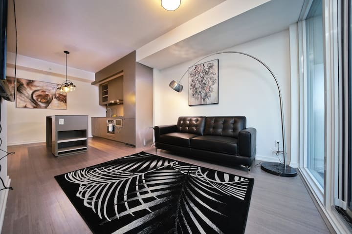 Modern 1 Bedroom Suite - Downtown Core