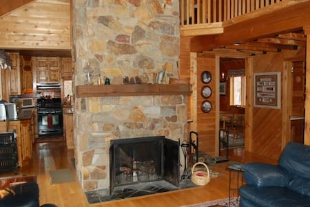 Gorgeous Moosehead Lake view Cabin - Beaver Cove