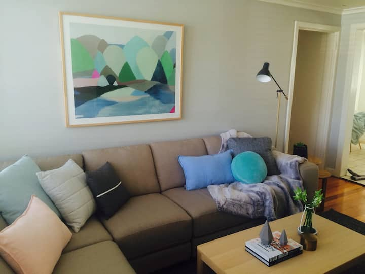 Room 2 in nice 3BR Elsternwick apartment