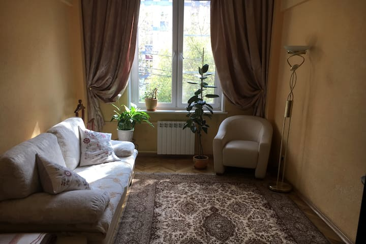 Уютная, чистая  комната рядом с  метро.