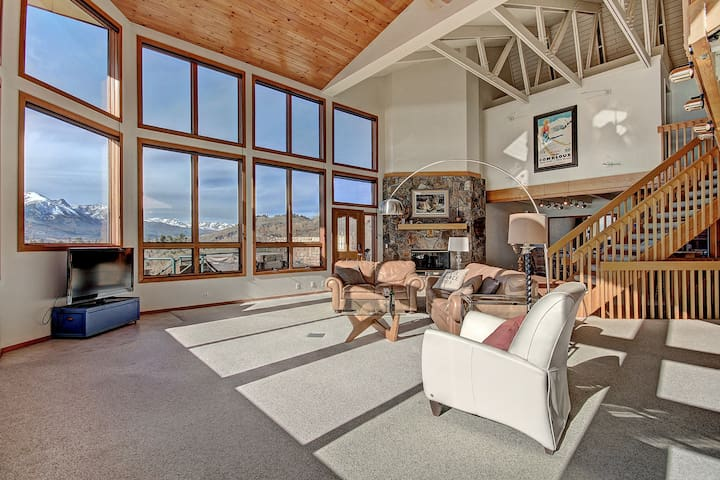 Large private home with stunning views of Lake Dillon. Private hot tub. 503