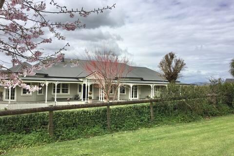 """Hedges Estate Country Villa. """"La Suite"""""""