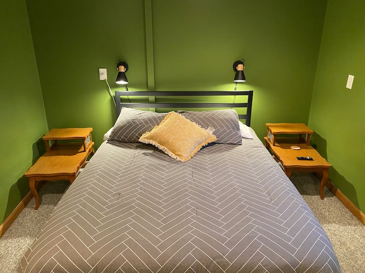 Pet-Friendly Queen Bedroom in Downtown Fargo
