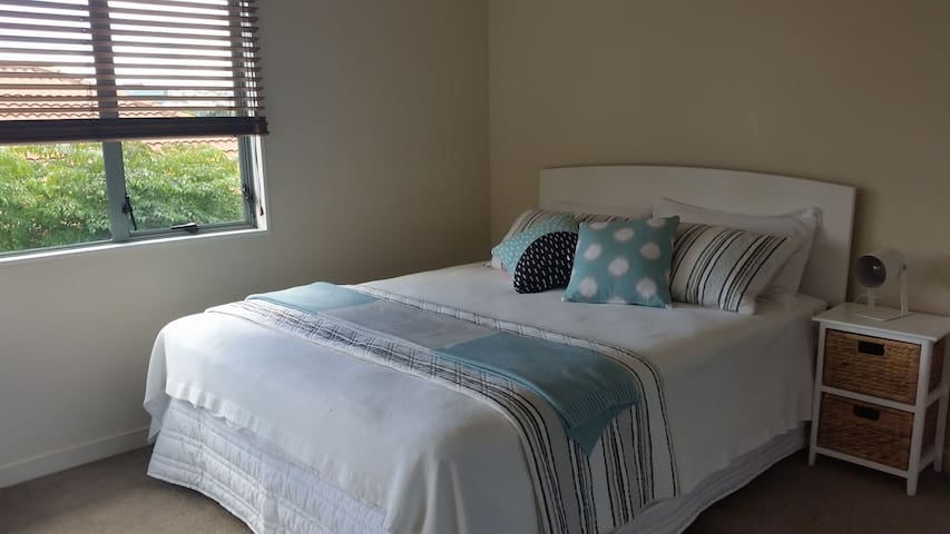 Private double bedroom w/ own lounge and bathroom - Auckland - Hus