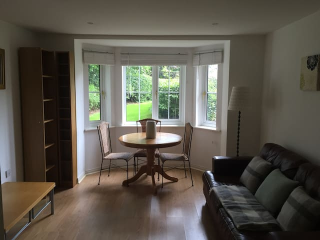 Stunning Woodland 2 Bed, 2 Bath Apartment - Leeds - Apartamento