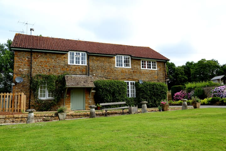 Admiral's Cottage nr Bridport and Beaminster