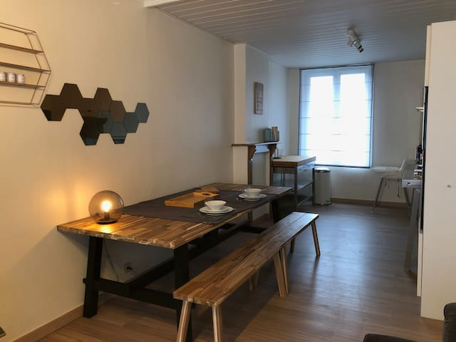 City house in the heart of Knokke with parking.