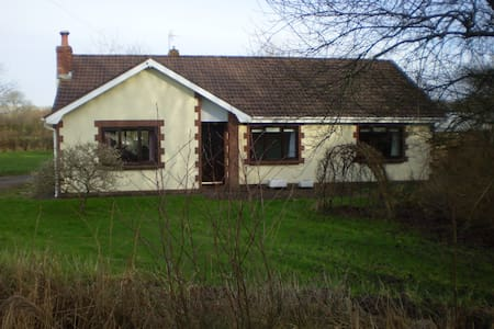 Double Room, Breakfast and Parking - Pencoed - Bungalow