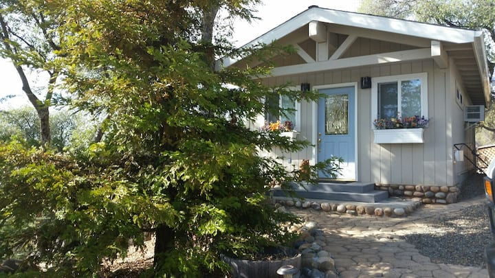 Whispering Oaks-Pet Friendly lodging near Yosemite