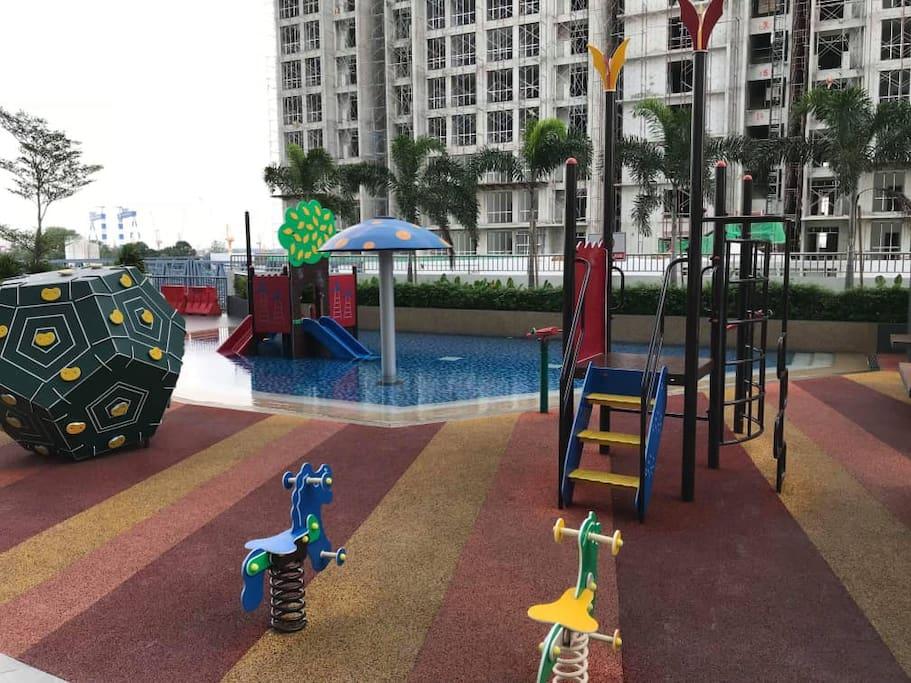 备有儿童游乐设施