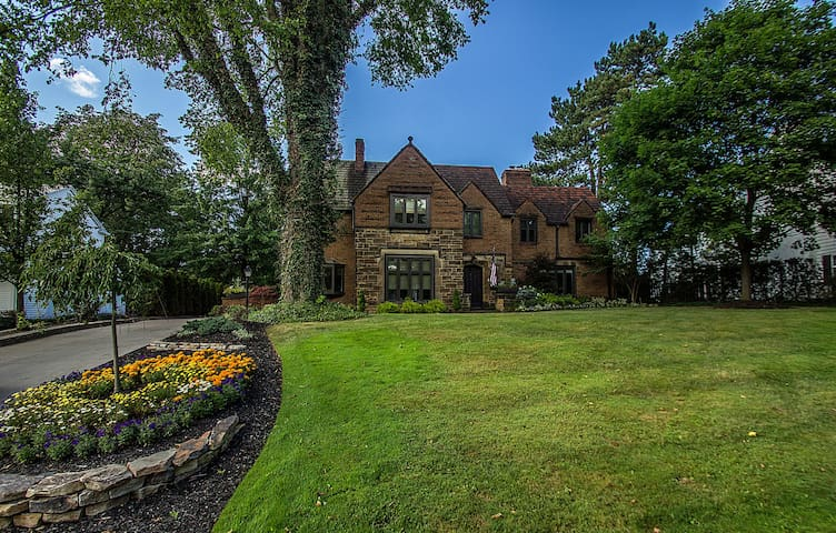 Shaker Heights beauty! - Shaker Heights - House