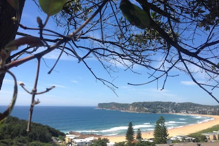 Beautiful rooms (2 double)ocean views at Terrigal - Terrigal