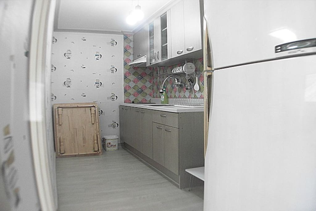 조리 시설 완비(대형 냉장고)