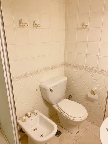 Main Bathroom - Baño principal