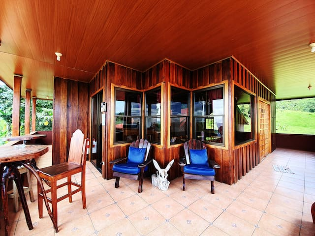 PARROT HILL RANCH ARENAL RAIN FOREST
